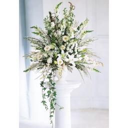 Arreglo grande con flores variadas blancas y follaje