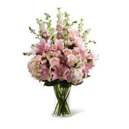Arreglo silvestre, con follajes y flores en tonos palidos