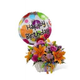 Canasta con flores naturales y globo Feliz Cumple!