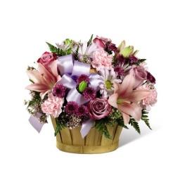 Canasta con flores variadas