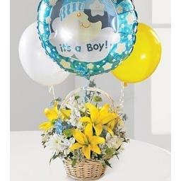 Canasta con flores variadas para nacimiento de varón