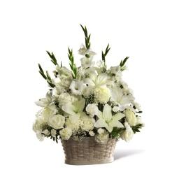 Canasta floral importante toda en flores blancas e ilusion