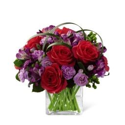 Centro de mesa base cuadrada con rosas y mas