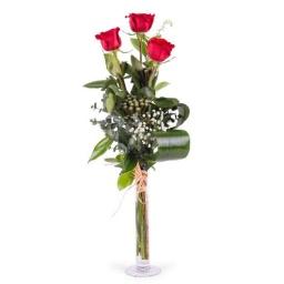 Copa con 3 rosas