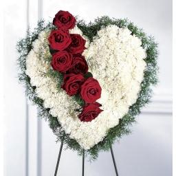 Corazón de claveles con rosas
