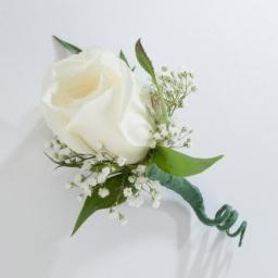 Corsage con rosa blanca
