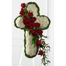 Cruz de claveles blancos con rosas