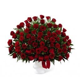 Florero con 100 rosas rojas