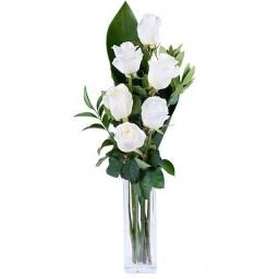 Florero con 6 rosas blancas