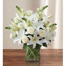 Florero con flores variadas blancas