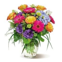 Florero con  flores coloridas