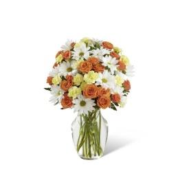 Florero con rosas, margaritas y claveles en tonos otoñales