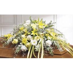 Manto de flores naturales amarillo y blanco