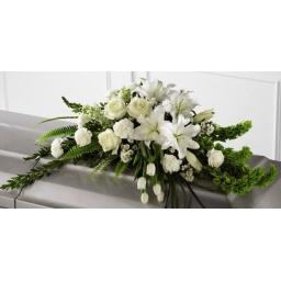 Manto de flores naturales blancas para arriba del feretro