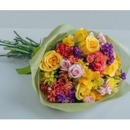 Ramo colorido con flores variadas