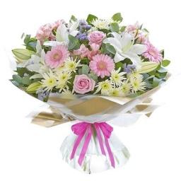 Ramo con flores naturales en tonos pasteles