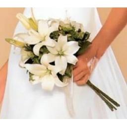 Ramo de novia con liliums blancos