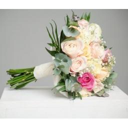 Ramo de novia con rosas rosadas