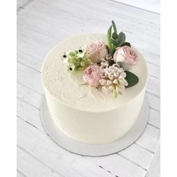 Torta con arreglo de rosas rosadas