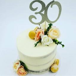 Torta con arreglo en color pastel