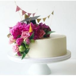 Torta con rosas y flores variadas