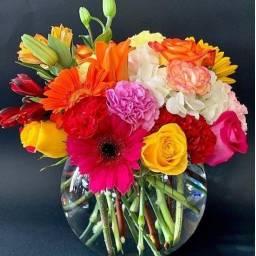 Burbuja con flores naturales variadas coloridas